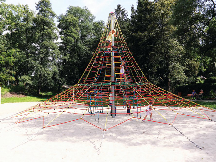 Klatrepyramide på 5,6 meter (Fra 6 år)