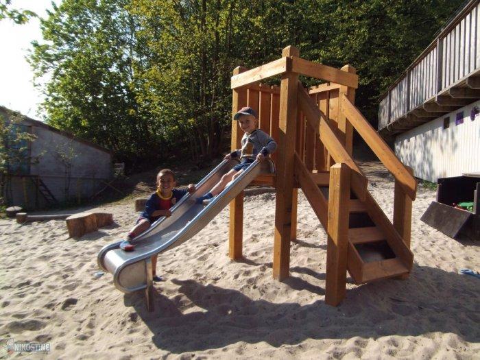 Klatretårn med rutsjebane til de yngste