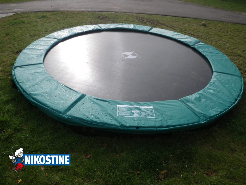 ned-gravet trampolin
